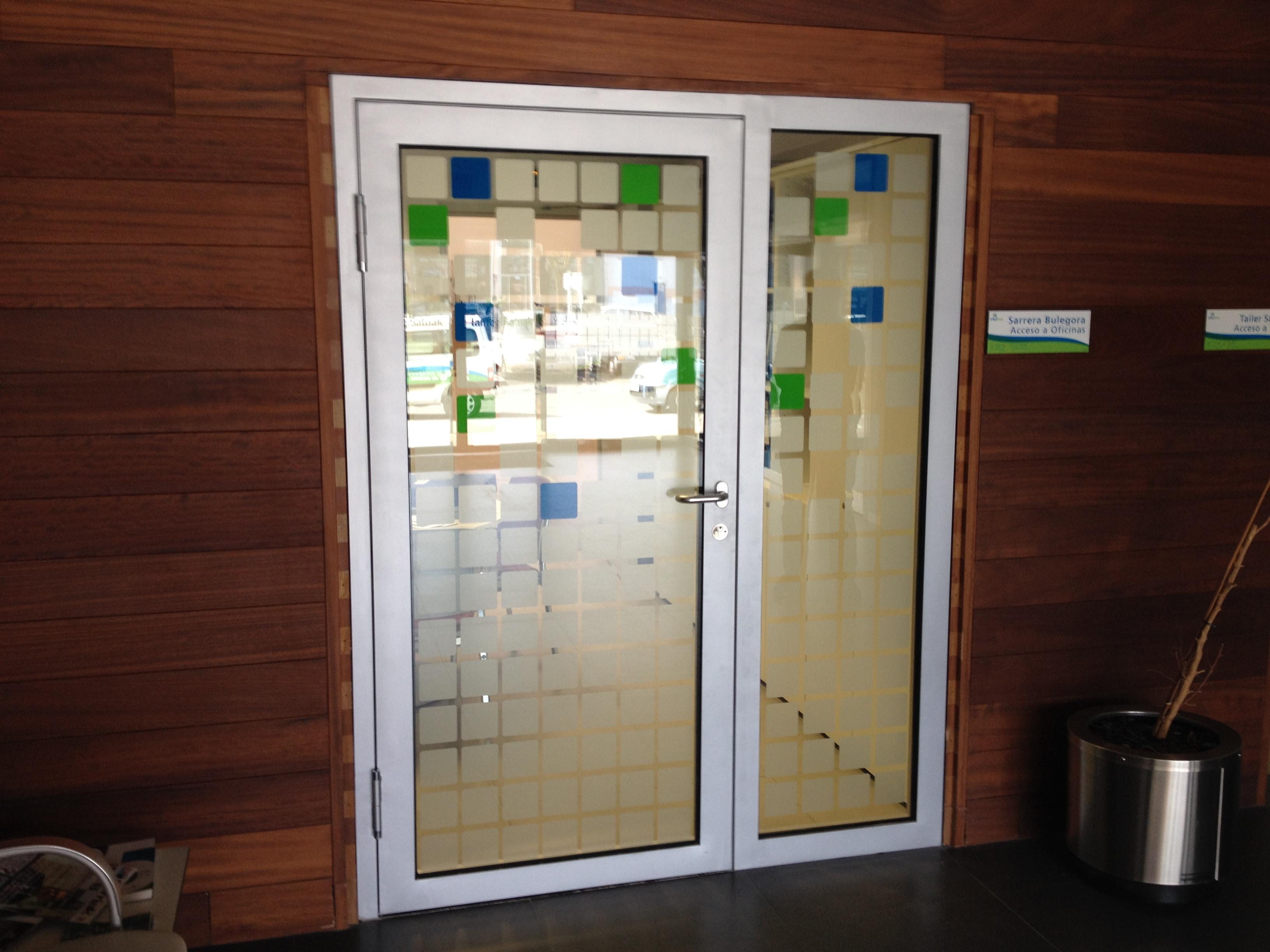 puerta cortafuego acristalada